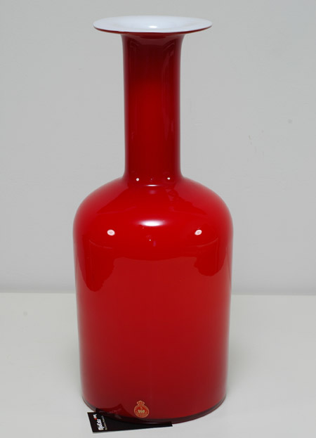 Carnaby 17-inch Red Cased Gul vase